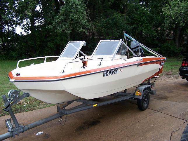 74 Glastron ski boat w/ 85 hp Mercury